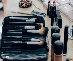 make-up-1209798_1280 (1)